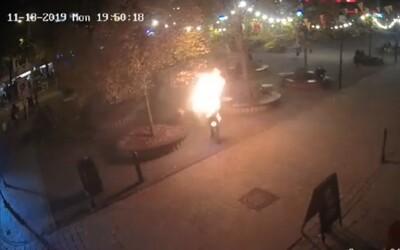 V Bratislave sa zapálil muž, údajne kvôli odmietnutiu zo strany žien. Popáleniny má na 26 % svojho tela