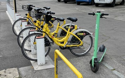 V Bratislave už využiješ elektrické kolobežky, skútre aj verejné bicykle. Koľko tieto služby stoja a ktorá je najlepšia?