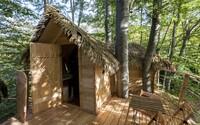 V bratislavských lesoch otvorili prvý domček na strome. Nočné dobrodružstvo ťa vyjde na sto eur