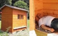 V bratislavských mestských lesoch otvorili relaxačný domček, kde ťa stresu zbavia včely. Výnimočný apidomček pozitívne vplýva na telo