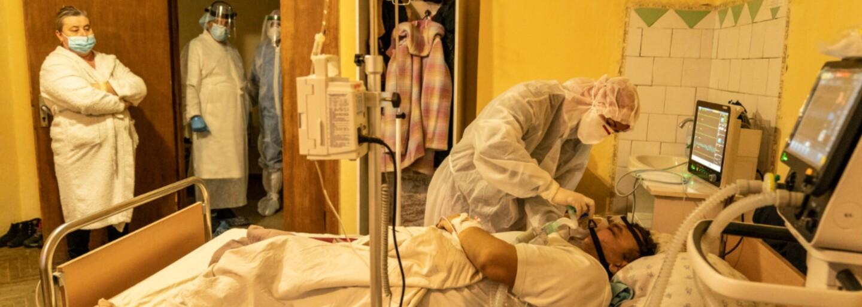 V Brazílii vznikla nová varianta koronaviru kombinující až 18 mutací. Za den tam teď umírá přes 4 tisíce lidí