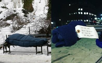 V Británii nechávajú na ulici pre bezdomovcov čiapky či šále, Slovensko vyhlásilo kvôli zime krízovú situáciu