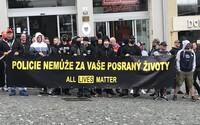 V Brně demonstrovali podporovatelé i odpůrci hnutí Black Lives Matter. Proslovy proti rasismu kazil pokřik a pískot