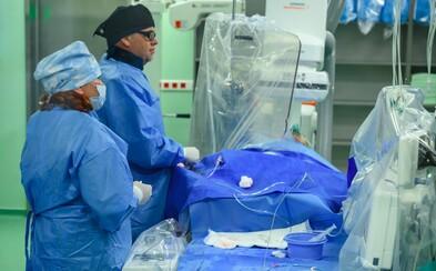 V Brně hospitalizovali dva nakažené ve vážném stavu. Podávají jim remdesivir