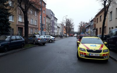 V Brně našli mrtvolu a chemikálie, z domu museli evakuovat 25 lidí