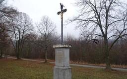 V Brně někdo napíchl kozí hlavu na kříž a tělo Krista omotal vnitřnostmi