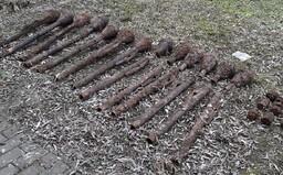 V brněnském vnitrobloku dělníci narazili na 13 nevybuchlých panzerfaustů a 9 granátů