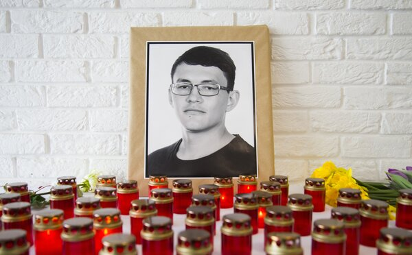 V Bruseli odhalili sochu venovanú pamiatke Jána Kuciaka a Martiny Kušnírovej. Jej autorom je Slovák