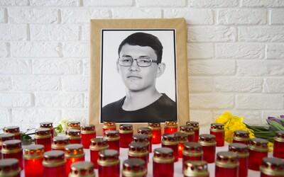 V Bruselu odhalili sochu věnovanou památce Jana Kuciaka a jeho snoubenky. Jejím autorem je Slovák