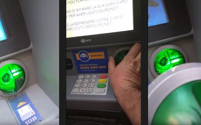 V centre Viedne objavil na bankomate podvodný senzor. Na internete sa potom strhla debata o tom, či ho tam nedal sám
