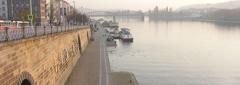 V centru Prahy vznikne veřejný bazén na řece Vltavě. Koupat se budete moci přímo na Náplavce