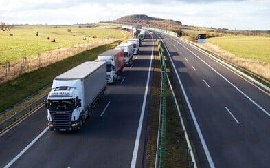 V Česku chtějí zakázat jízdy kamionů po celou neděli