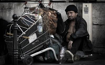 V Česku je téměř 70 tisíc lidí bez domova. Nový výzkum nám přibližuje těžkosti jejich života