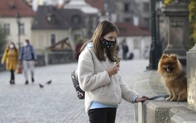 V Česku pribudlo závratných 15-tisíc nových prípadov koronavírusu. Krajina spúšťa lockdown