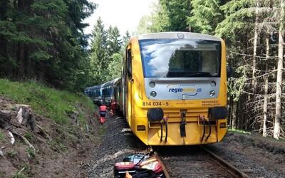 V Česku sa zrazili dva osobné vlaky. Hlásia niekoľko mŕtvych a desiatky zranených