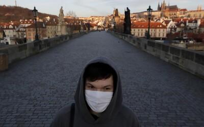 V Česku začne od polnoci platiť celoštátny zákaz vychádzania bez ochrany tváre