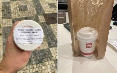 """V Česku zakázali predávať """"coffee to go"""". Na ulici piť kávu nemôžeš, v kaviarni či kancelárii áno"""
