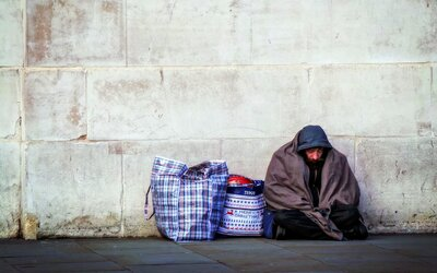 V Česku žije 947 810 lidí pod hranicí chudoby. Redaktoři Aktuálně poodkryli příčiny, následky a možná řešení chudoby v Česku