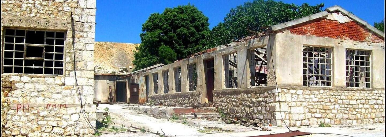 V chorvátskom Alcatraze zomreli tisícky väzňov. Na opustenom ostrove sa mučilo, bilo i zabíjalo, no pravdepodobne si o ňom ani nepočul