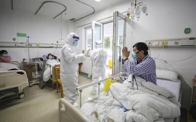 V Číne sa vraj z koronavírusu vyliečil 100-ročný muž. Prepustili ho po trinástich dňoch