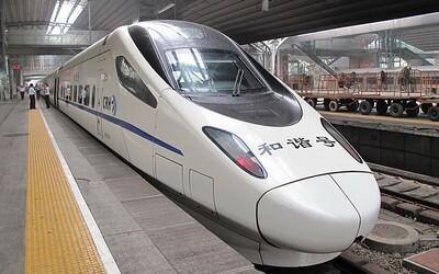 V Číne začal jazdiť najrýchlejší autonómny vlak na svete. Jeho maximálka je 350 km/h