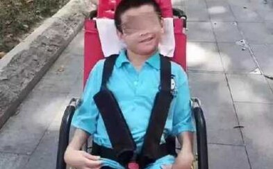 V Číně zemřel 16letý chlapec na vozíku, o kterého se nikdo nepostaral. Jeho otec byl v karanténě kvůli koronaviru