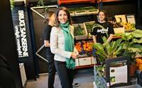 V Dánsku vznikol obchod, ktorý predáva iba poškodené jedlo za polovičné ceny. Ľudia odmietali vyhadzovať jedlé potraviny kvôli dátumu