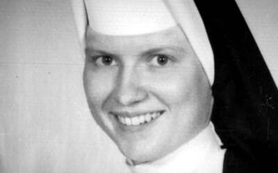 V dokumentu od Netflixu se bude pátrat po vrahovi oblíbené jeptišky. Byla odstraněna, protože věděla o zneužívání na místní katolické škole?