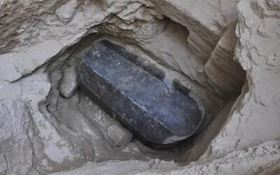 V Egyptě našli 30tunový zapečetěný sarkofág. Největší nález v Alexandrii nebyl otevřen přes 2000 let