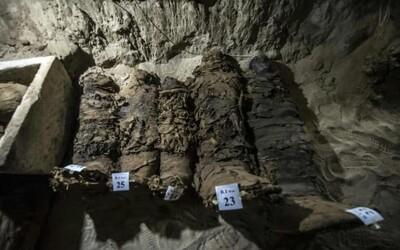 V Egypte objavili archeológovia 17 múmií. Sú perfektne zachované a našli sa aj zvieracie rakvy