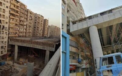 V Egyptě staví most přímo před okny místních bytovek. Jejich obyvatelé mají zatím smůlu.