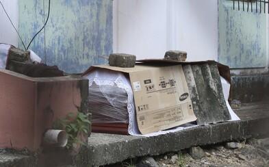 V Ekvádoru nechávají těla mrtvých na opuštěných ulicích. Pohřební služby kvůli koronaviru nestíhají