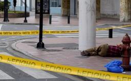 V Ekvádore nechávajú telá mŕtvych na opustených uliciach. Pohrebné služby pre koronavírus nestíhajú