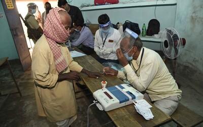 V Indii sa šíri nová záhadná choroba. Vyžiadala si už jedno úmrtie a stovky hospitalizovaných v nemocniciach