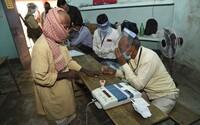 V Indii se šíří nová záhadná choroba. Vyžádala si už jedno úmrtí a stovky hospitalizovaných pacientů