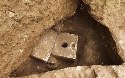 V Izraeli objavili luxusný záchod z mramoru, ktorý má takmer 3 000 rokov. Sedával na ňom niekto bohatý