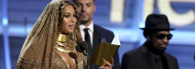 V jakých outfitech celebrity zazářily na Grammy 2017?
