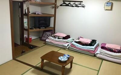 V Japonsku seženeš pokoj v hotelu za 23 korun na den. Tvůj pobyt se ale bude streamovat na YouTube