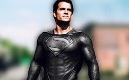 V Justice League sme mali pôvodne vidieť Supermana aj v čiernom kostýme. Dokazuje to vystrihnutá scéna, ktorá sa do kín nedostala