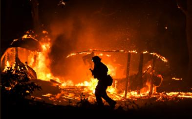V Kalifornii vyhlásili núdzový stav: Požiare už zničili viac ako 200 km štvorcových, museli evakuovať 180-tisíc ľudí