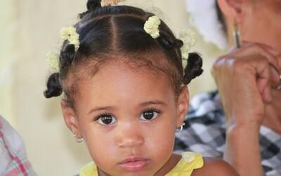 V Karibiku se nachází vesnice, kde se dívky během puberty mění v chlapce. Může za to genetická anomálie