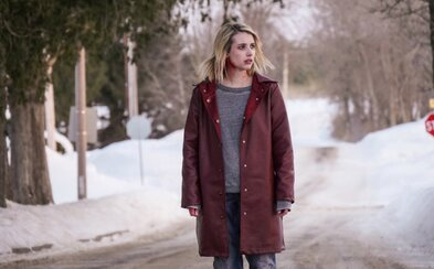 V katolíckej internátnej škole sa prebúdza tajomné zlo. Krásna Emma Roberts vám v mrazivo temnom horore poriadne zamotá hlavu (Recenzia)