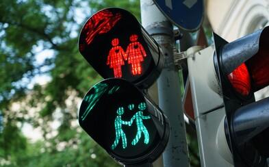 V Kolíne budú na semaforoch homosexuálne páry. Vedenie mesta tým chce podporiť členov LGBT+ komunity