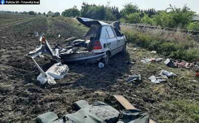 V Kvetoslavove sa zrazila Felícia s vlakom, vodič nehodu neprežil