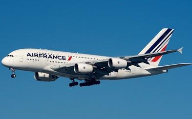 V letadle aerolinky Air France bylo nalezeno mrtvé dítě, cestovalo v podvozkové šachtě