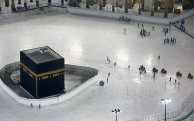V létě měly Mekku navštívit 2 miliony muslimů. Saúdská Arábie vyzývá věřící, aby svou pouť odložili