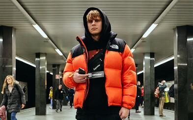 V móde ich inšpiruje Travis Scott, ale aj futbaloví chuligáni. Koľko sú ochotní mladí Pražáci zaplatiť za kúsok?