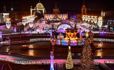 V Moskvě otevřeli největší kluziště v Evropě, vypadá jako z pohádky
