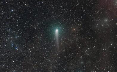 V najbližších dňoch bude na nočnej oblohe pozorovateľná atypická kométa. Objekt v našich končinách nikdy nezapadne