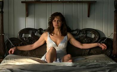 V napínavom thrilleri Gerald's Game sa po sexuálnych radovánkach s nešťastným koncom ocitne bezbranná manželka pripútaná k posteli